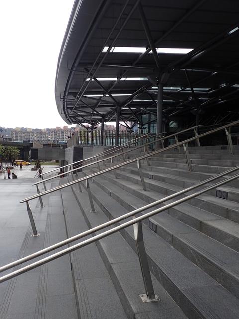 PB266229.JPG - 基隆  新火車站 夜景色