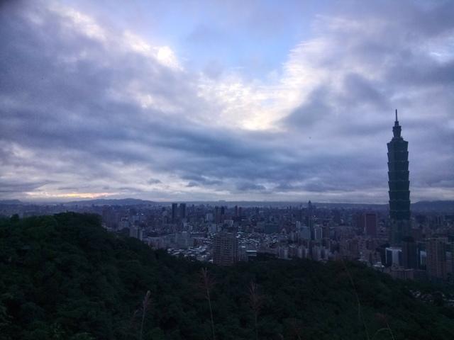 DSC_8534.JPG - 偕友登象山  望夕陽餘暉