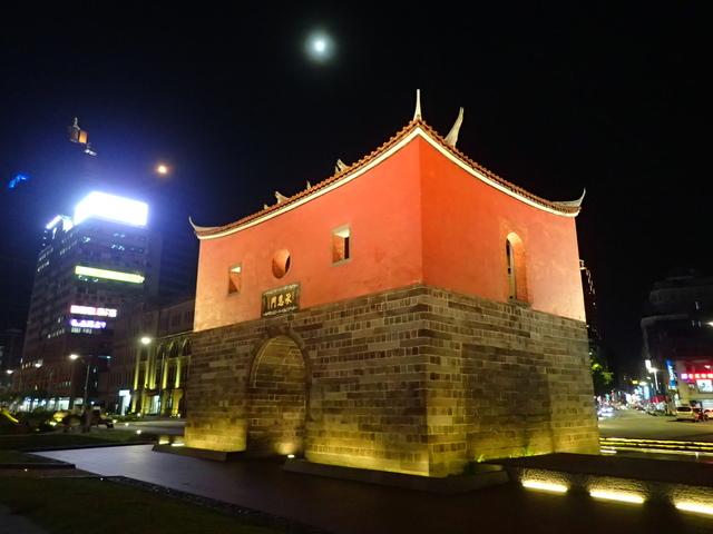 P8246945.JPG - 夜遊台北城之  北門