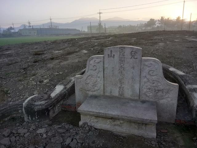 DSC_4362.JPG - 萬丹  太學生  李寵夫墓