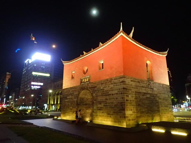 P8246944.JPG - 夜遊台北城之  北門