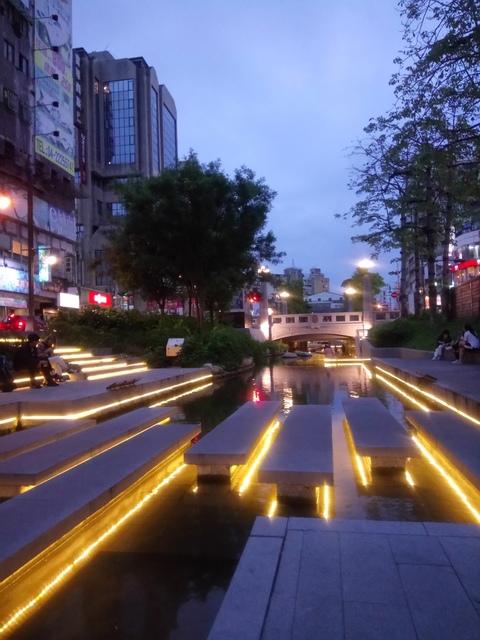 DSC_9979.JPG - 台中  街路隨拍  (15)