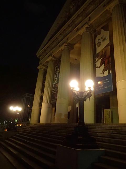 P8246993.JPG - 夜遊台北城之  臺灣博物館