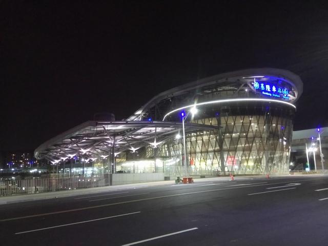 DSC_8075.JPG - 基隆  新火車站 夜景色