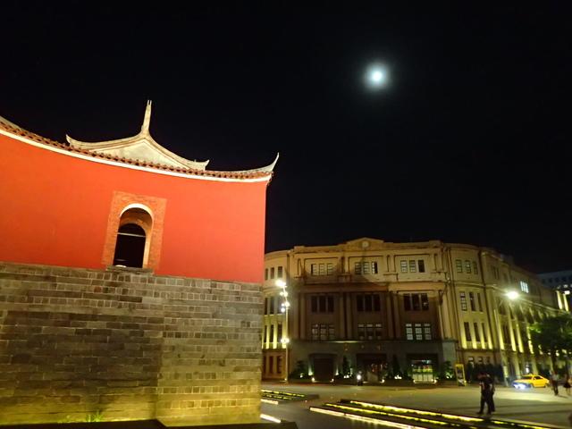 P8246942.JPG - 夜遊台北城之  北門