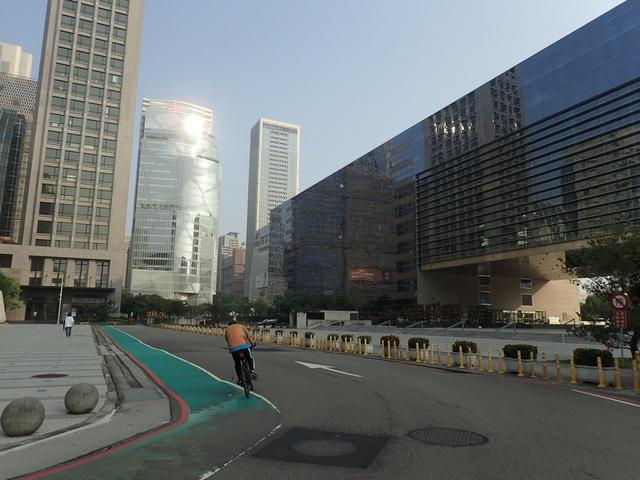 P5127503.JPG - 台中  新市政大樓  晨光