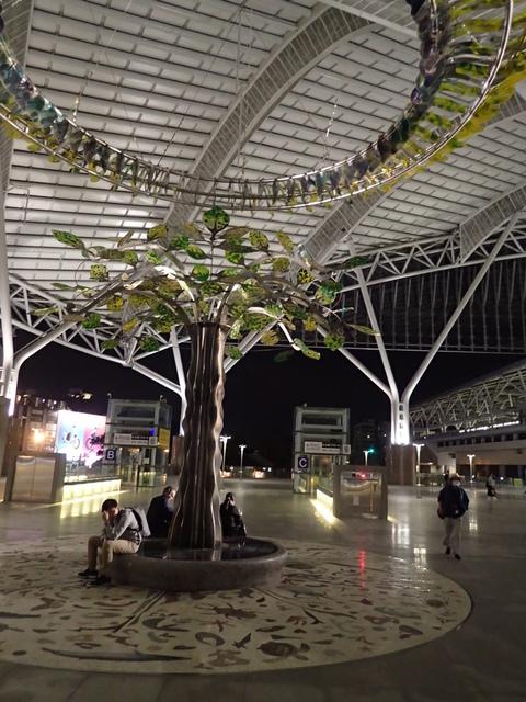 P4092827.JPG - 台中新火車站  夜色