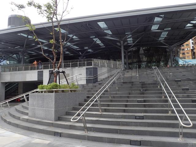 PB266221.JPG - 基隆  新火車站 夜景色