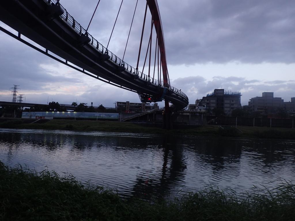 松山  彩虹橋暮色:P1264235.JPG