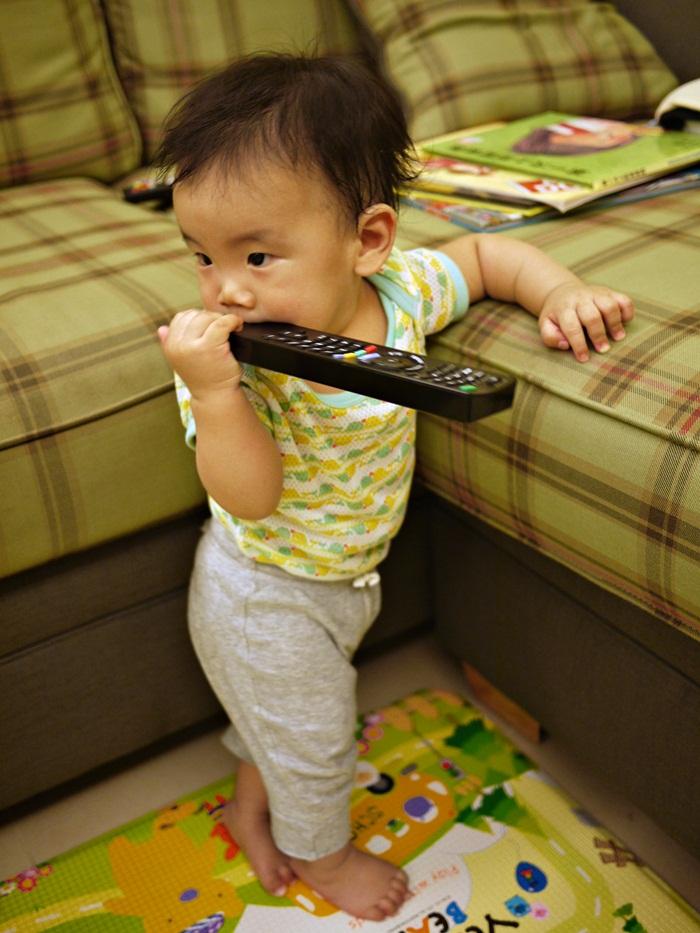 a35.JPG - [10M & 3Y7M] 品樺十個月.開始玩玩具