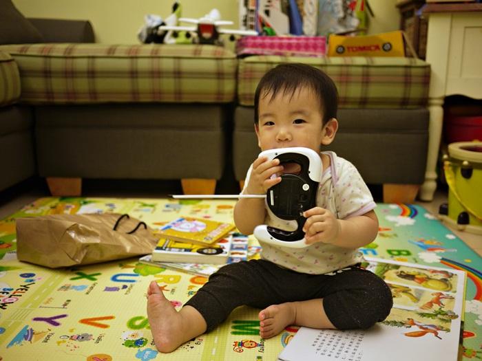 a72.JPG - [10M & 3Y7M] 品樺十個月.開始玩玩具