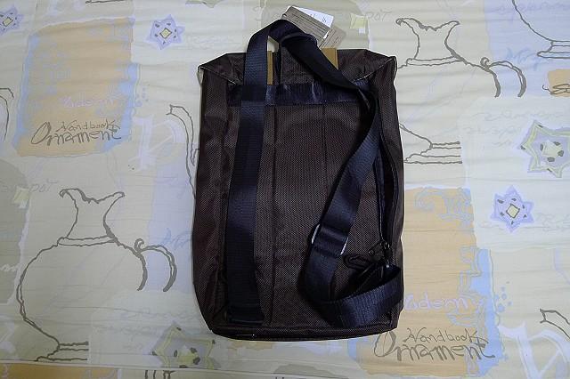 背包、垃圾桶、COACH、踢不爛、外套、正官庄、面紙盒:06.JPG