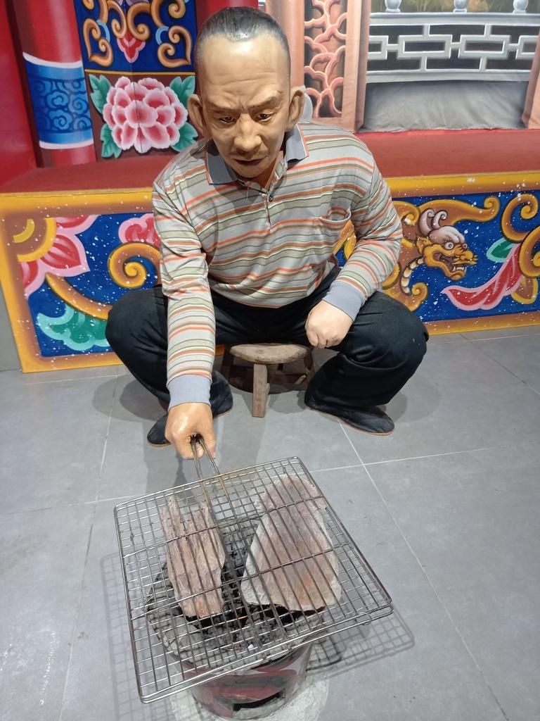 桃園土地公文化館:烤魷魚.jpg