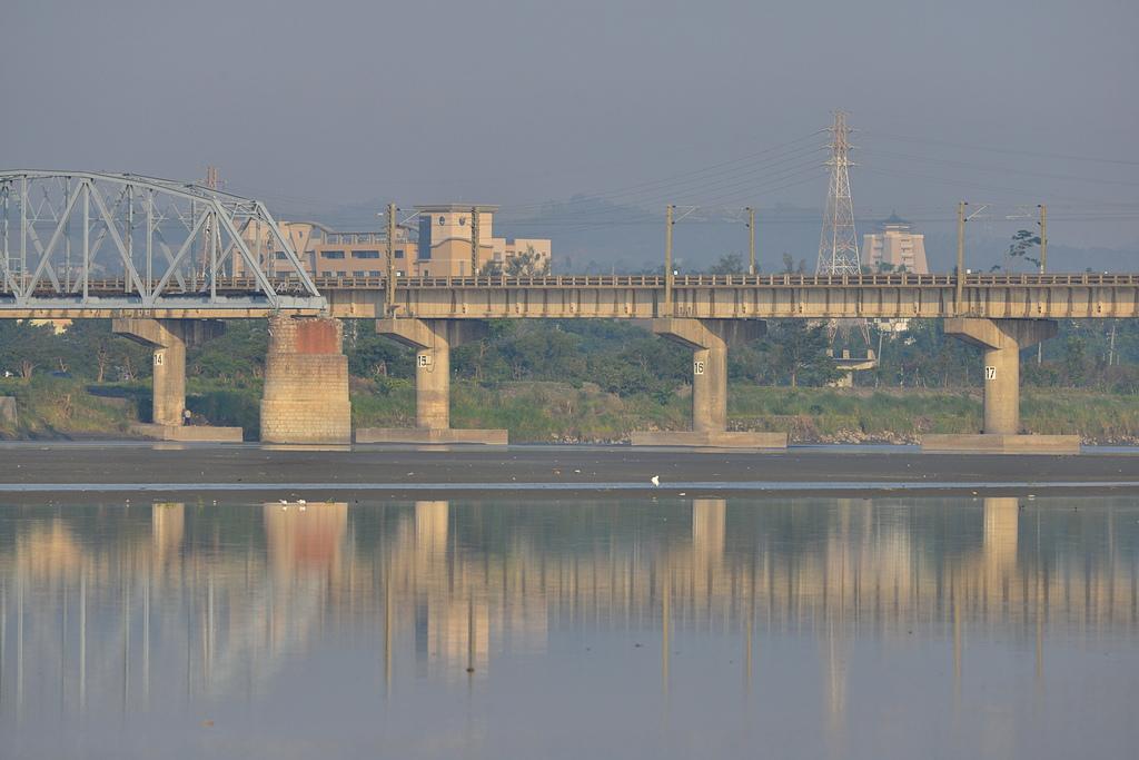 鐵橋風情2.jpg - 我與Nikon-300mm-F4