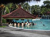 Bali:1000406峇里島Ramada Bintang飯店泳池.jpg