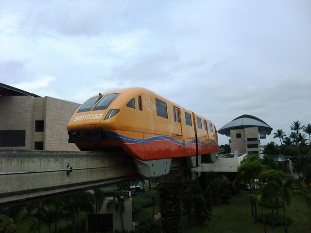 嶄新銳變的新加坡二度遊:Departing Tram~車身好是鮮豔