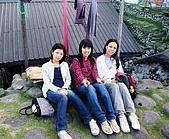 蘭嶼之風景人文篇:石頭椅乘涼吹風~ 通常這種有椅背的石頭椅一次會有三座 代表一家人 (爸媽&小孩)