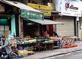 擁擠又吵雜的河內遊:什錦露天柑仔店