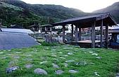 蘭嶼之風景人文篇:繼續逆時針環島來到東邊的野銀村參觀地下屋 話說蘭嶼阿嬤好熱情 還真的帶我們進去參觀她的家!