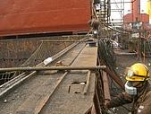 船舶進塢紀錄@廣州:船底忙著油漆 甲板工作也持續進行