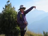 190406~閂山之我的第八座百岳:抵達第一段稜線時 回頭即可清楚的看到中央尖山
