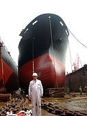 船舶進塢紀錄@廣州:全程監督修理的勞苦功高的許工 (他同時也是超專業的 MLB & NBA 達人喔~~)