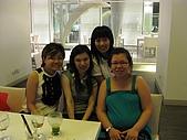 嶄新銳變的新加坡二度遊:第一晚~印尼餐廳合照~左邊是超稱職地陪Jean