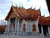 有認真的曼谷遊~DAY 4 5 6 :整修中的佛寺~ 前方整片廣場為大理石