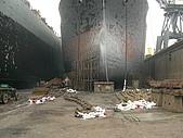 船舶進塢紀錄@廣州:慘不忍睹的船殼 隔壁姐妹船狀況好一些