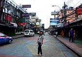 有認真的曼谷遊~DAY 4 5 6 :請看右側泰妹&外國男的組合 在此很常見...