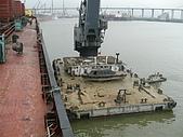 船舶進塢紀錄@廣州:20 Apr 進船廠修理~隔壁駁船準備吊工具上船