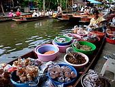 有認真的曼谷遊~DAY 4 5 6 :注意看喔! 每個臉盆旁都圍了一堆蒼蠅 :-p