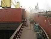 船舶進塢紀錄@廣州:佈滿工具的甲板