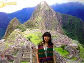 台北國際旅展 ITF 2007 2009:秘魯觀光局的工作人員真好~ 還借了秘魯傳統背心給我穿 ^^
