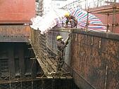 船舶進塢紀錄@廣州:更換艙口圍鋼板~ 話說工人都不會腿軟哩!!