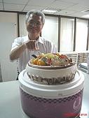 97.10.03 幫老闆慶生:切蛋糕囉!