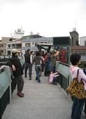 98.12.27 鶯歌 & 三峽老街:大家都在等火車經過呢~