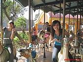 97.10.04 月眉探索樂園:旋轉木馬!!也是只有我們五人坐哦!!