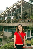 93.07.10-11 宜蘭、明池二日遊:後面是美美的玻璃屋喔!