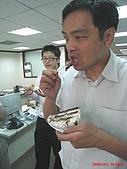 97.10.03 幫老闆慶生:這個人比較餓哦~~呵~~