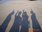 20319503/0922)) _ 海邊,八里:四個人都好高!!