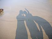 20319503/0922)) _ 海邊,八里:我跟小黑