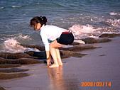 20319503/0922)) _ 海邊,八里:我愛。