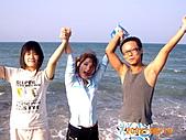 """20319503/0922)) _ 海邊,八里:雙手舉高高""""吶喊囉!"""
