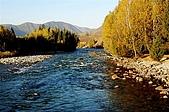 北疆遊--中國新疆〈天山以北〉:禾木村旁溪流1.jpg
