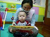 2009喬丹學校生活:廷-01.07-寶寶大書-水果篇.jpg