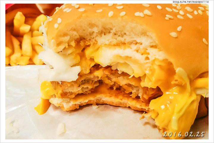 160225 麥當勞-黃金起司豬排堡(06).jpg - 2016Q1 美食記錄