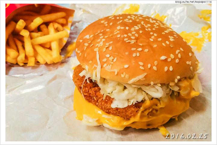 160225 麥當勞-黃金起司豬排堡(03).jpg - 2016Q1 美食記錄