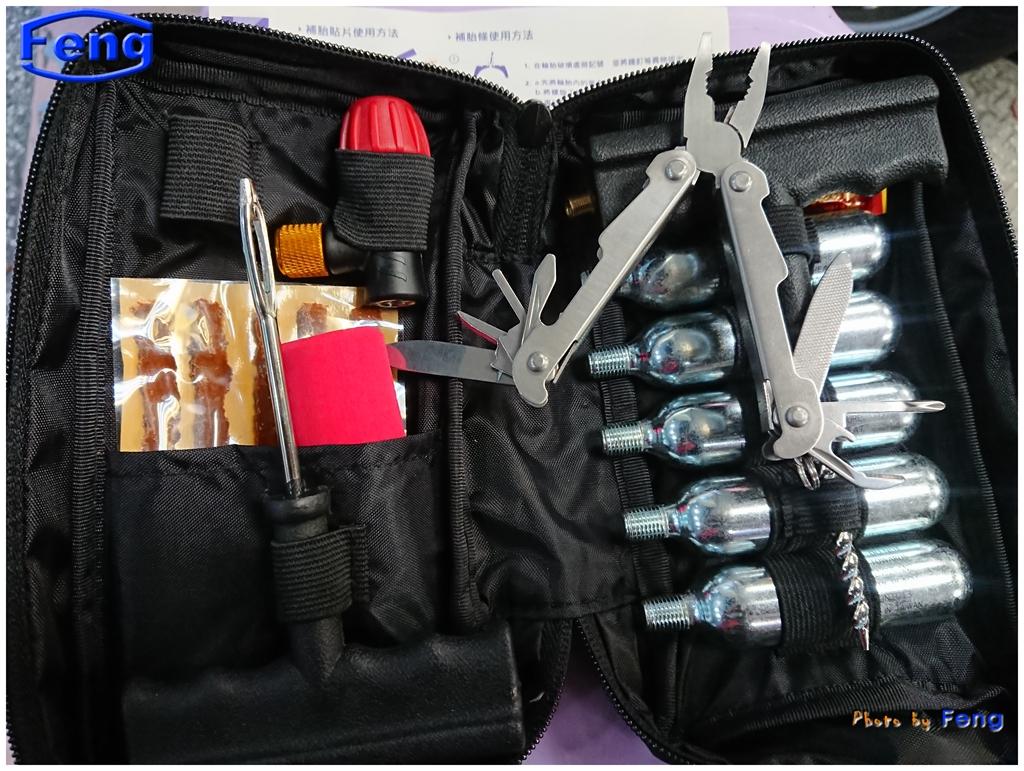 補胎包工具.JPG - (送多功能鉗一支) Co2 鋼瓶補胎包工具組 洽 09-28-23-04-38