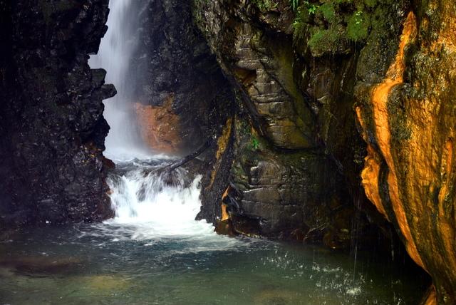 武界-摩摩納爾瀑布